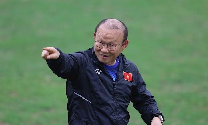 HLV Park Hang Seo tặng 'món quà' đặc biệt cho trung vệ thép của đội tuyển nữ Việt Nam