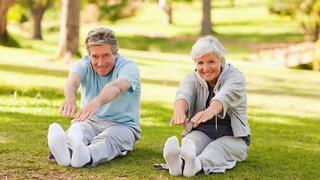 Bí quyết giữ sức khỏe an toàn mùa dịch cho người cao tuổi