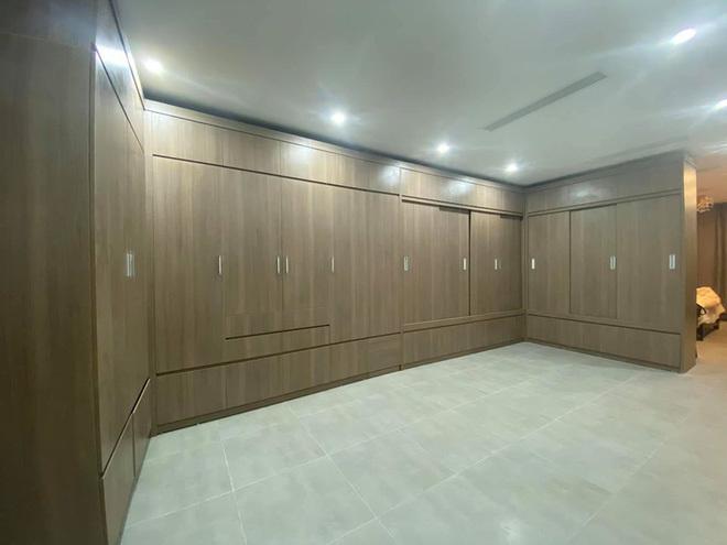 MC Minh Hà khoe nhà mới nhưng fan chỉ chú ý đến phòng thay đồ 'siêu to khổng lồ' này