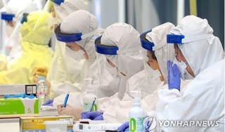 Hàn Quốc cân nhắc biện pháp mạnh khi số ca nhiễm Covid-19 tăng vọt