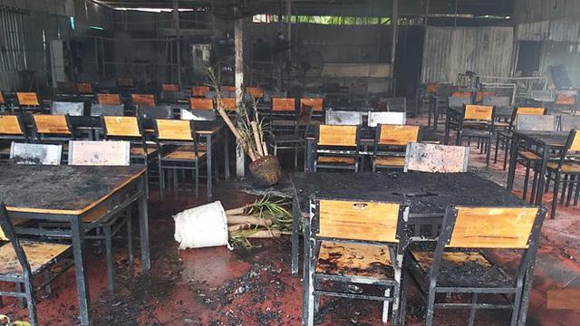 Nghệ sĩ Việt an ủi, động viên MC Nguyên Khang sau vụ cháy nhà hàng ở Phú Quốc