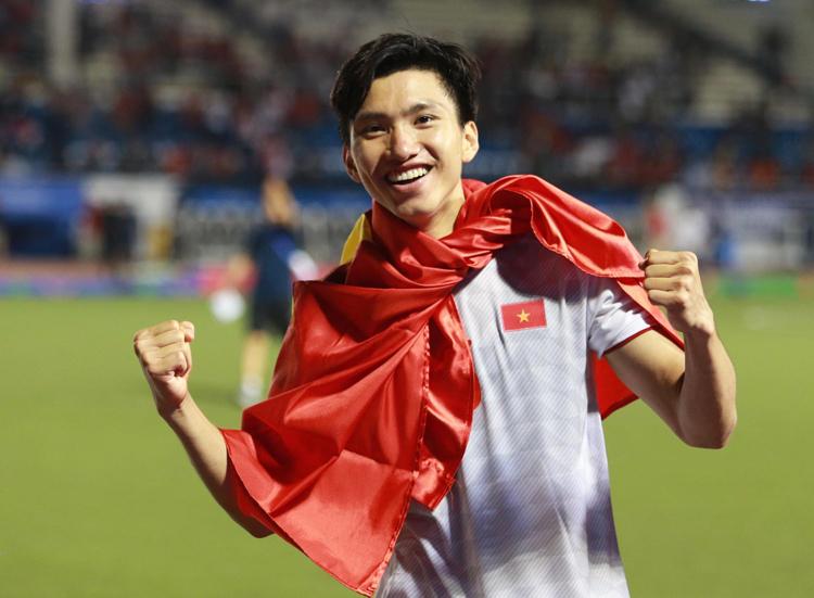 'Đoàn Văn Hậu xứng đáng giành quả bóng Bạc hơn Quang Hải'