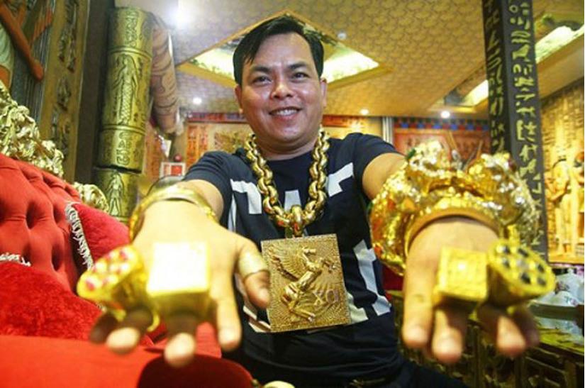 Phúc XO-người đàn ông đeo nhiều vàng nhất Việt Nam sắp hầu tòa