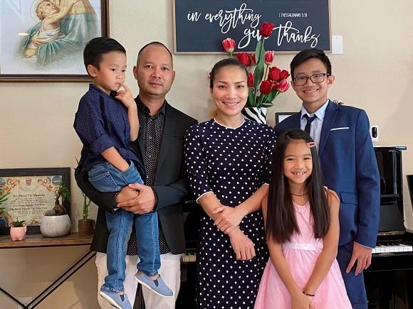 Sau sự cố bỏng nặng, ca sĩ Hồng Ngọc kỉ niệm 11 năm ngày cưới