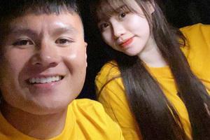 Quang Hải và Huỳnh Anh diện áo đôi ngay sau khi trận đấu với Đồng Tháp kết thúc