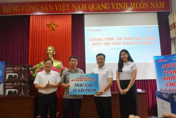 Tặng 14 thiết bị lọc nước cho người dân Quảng Bình