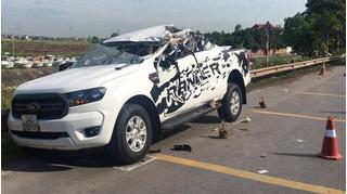 Vụ xe bán tải tông xe tải làm 2 người tử vong: Tài xế khai gì?