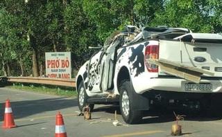 4 người trên xe bán tải thương vong sau va chạm kinh hoàng với xe tải