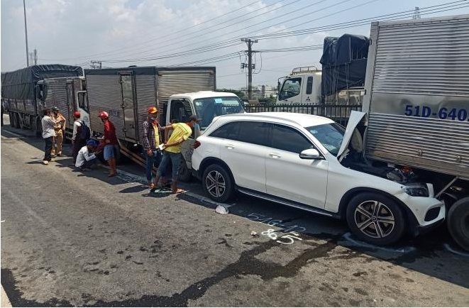 Xe tải dừng bất ngờ khiến 11 xe tông nhau liên hoàn trên Quốc lộ 1