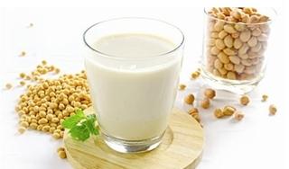 Cách làm sữa đậu nành nguyên chất bằng máy xay sinh tố