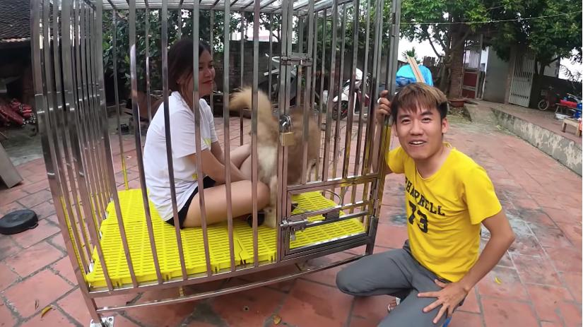 Con trai bà Tân Vlog hứng 'rổ gạch đá' vì nhốt em gái vào chuồng chó