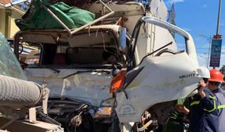 Sau va chạm giao thông, tài xế trọng thương mắc kẹt trong cabin dập nát