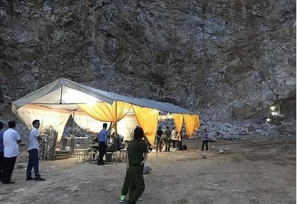Sập mỏ đá Điên Biên: Lật tung hàng trăm m3 đá tìm kiếm nạn nhân