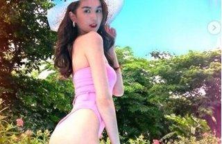 Ngọc Trinh tung ảnh bikini khoe đường cong hút mắt