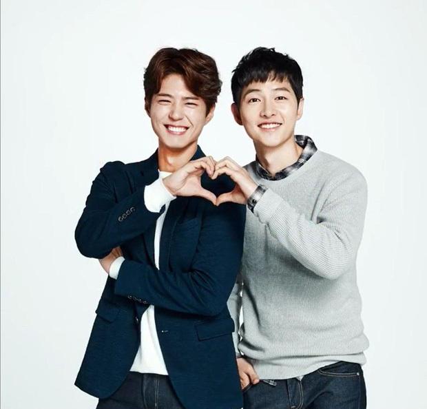 Sau tin đồn ngoại tình với Song Hye Kyo, Park Bo Gum nhập ngũ