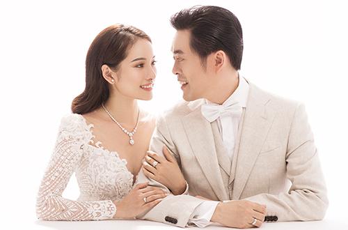 Dương Khắc Linh hạnh phúc khoe bà xã Sara Lưu mang song thai