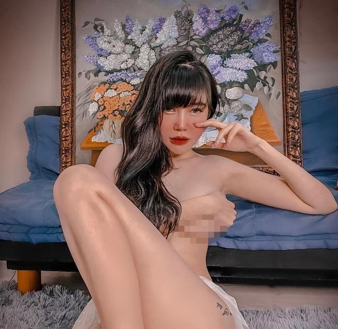 Elly Trần tung ảnh bán nude khoe hình thể nóng bỏng