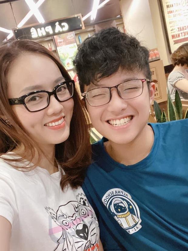 Bạn gái kém 15 tuổi selfie vui vẻ bên con riêng của Công Lý, vợ cũ Thảo Vân liền có hành động bất ngờ