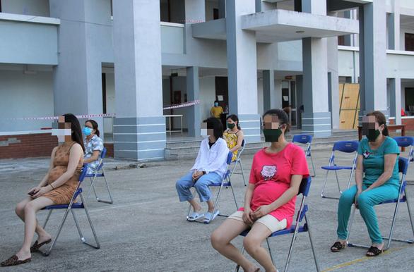 Bộ Y tế yêu cầu cử đoàn cán bộ vào hỗ trợ gần 300 bà bầu trong khu cách ly 2