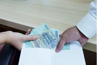 Thiếu úy công an nhận hối lộ của đối tượng đánh đề 150 triệu đồng