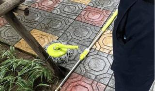Bé trai phải nhập viện vì bị chổi lau nhà từ tầng cao rơi trúng đầu