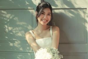 Á hậu Thuý Vân đẹp rạng ngời trong bộ ảnh cưới khiến fan xuýt xoa