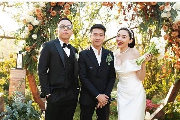 Tóc Tiên khoe nhẫn cầu hôn của Hoàng Touliver với phong cách 'chọi chó chó chết'