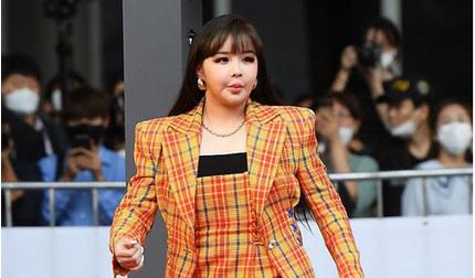 Phía Park Bom lên tiếng về gương mặt 'thảm họa' của nữ ca sĩ trên thảm đỏ