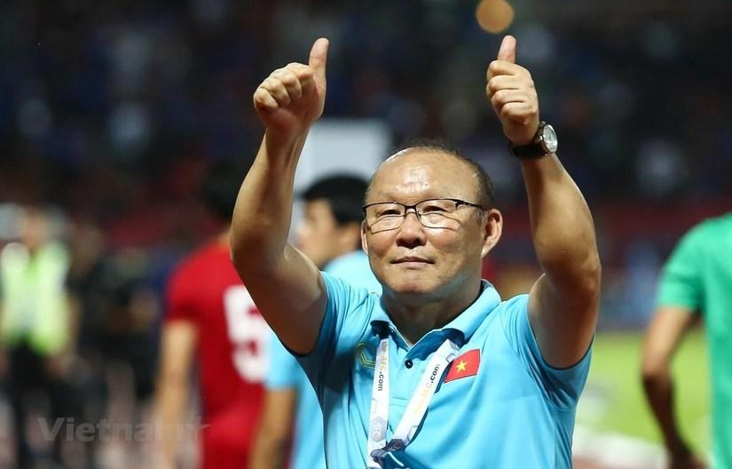 HLV Park Hang Seo đi xem 'giò' các cầu thủ HAGL và Hải Phòng