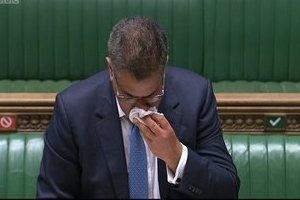 Liên tục vã mồ hôi khi phát biểu, Bộ trưởng Anh bị nghi ngờ mắc Covid-19
