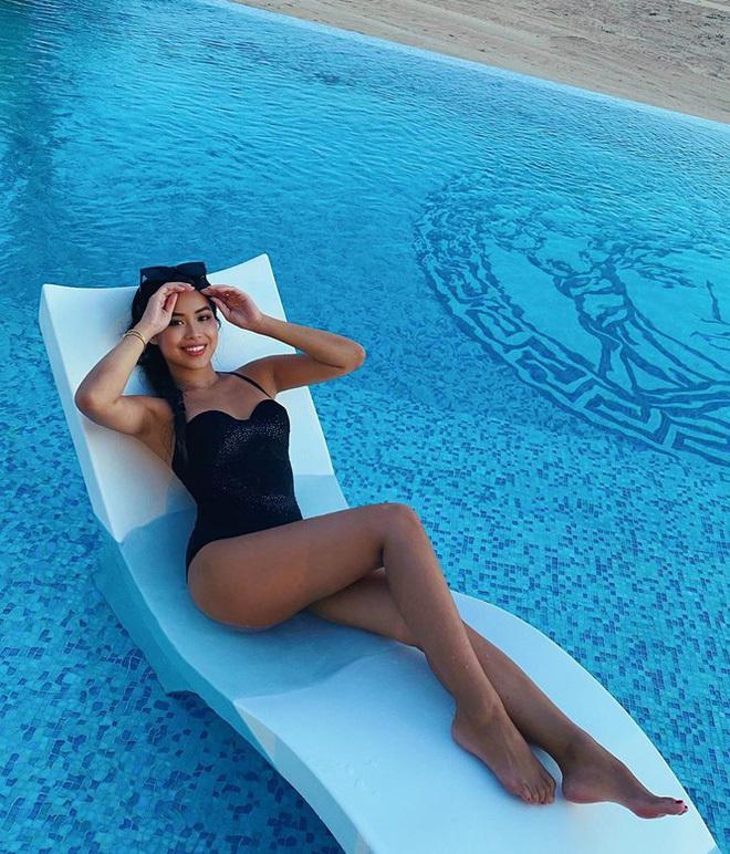 Tiên Nguyễn đốt mắt người nhìn với thân hình nóng bỏng trong bộ bikini