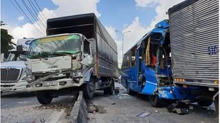 Xe khách mất phanh tông liên hoàn 5 ô tô, nhiều người hoảng loạn kêu cứu