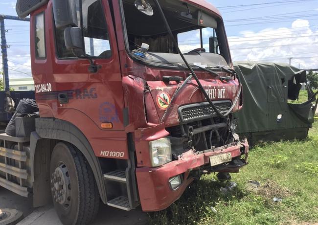 Xe container tông xe quân sự khiến 7 chiến sĩ thương vong 3