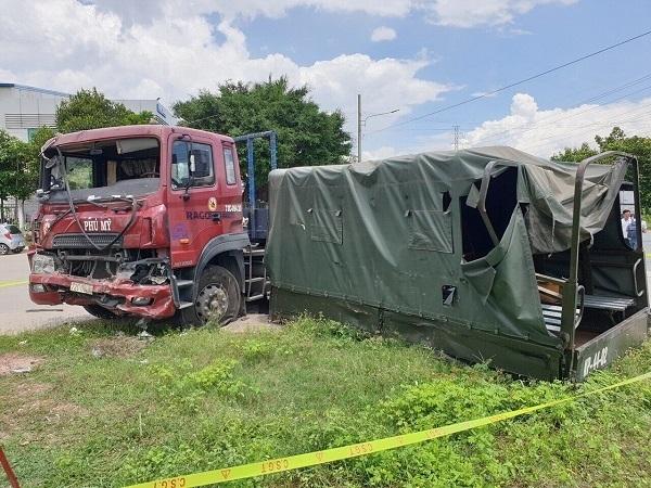 Xe container tông xe quân sự khiến 7 chiến sĩ thương vong