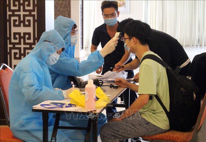 Hà Nội yêu cầu lấy mẫu xét nghiệm Covid-19 tối thiểu 2 lần với người nhập cảnh