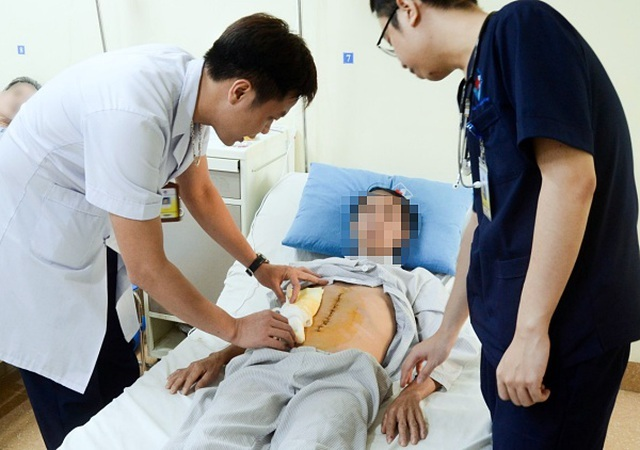 Người đàn ông phát hiện mắc ung thư hiếm vì đau bụng, ăn chậm