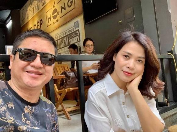 Nghệ sĩ Chí Trung đăng ảnh hẹn hò bên người bạn gái mới dịp cuối tuần