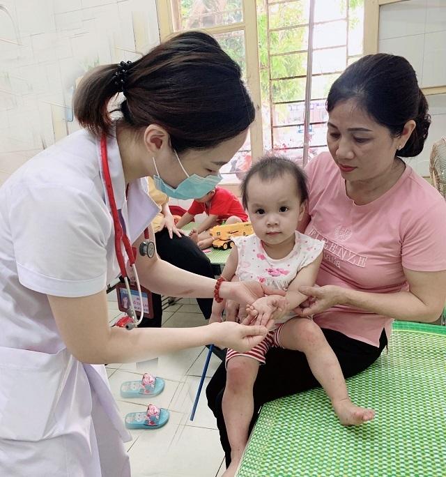Hơn 40 trẻ nhập viện vì Tay Chân Miệng, bố mẹ đừng quên cách phát hiện bệnh sớm