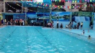 Người lớn trông coi bể bơi bất cẩn, bé gái 8 tuổi đuối nước thương tâm