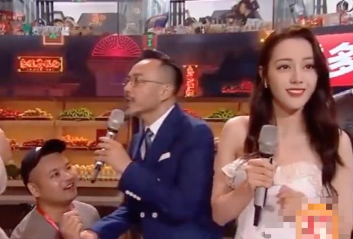 Sốc: Bắt giam fan cuồng cầu hôn Địch Lệ Nhiệt Ba ngay trên sân khấu