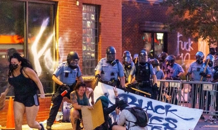 Giải tán sở cảnh sát Mỹ sau cái chết của công dân Mỹ gốc Phi