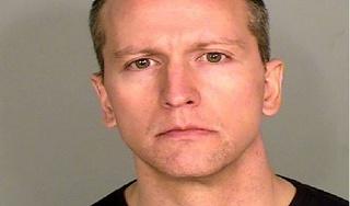 Cảnh sát đè gối lên cổ George Floyd ra toà với cáo buộc giết người cấp độ 2