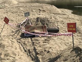 Đã tiêu hủy quả bom 'khủng' còn nguyên kíp được phát hiện ở mỏ cát