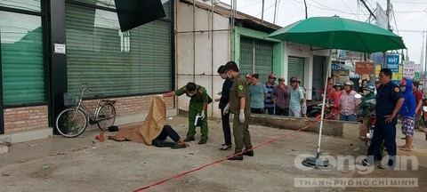 Đồng Nai: Thi thể người đàn ông nằm chết cứng bên lề đường