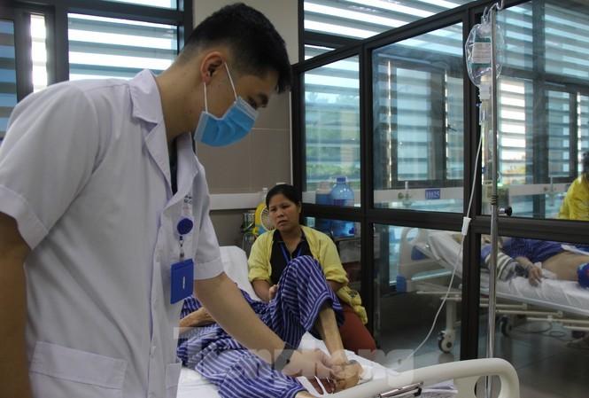 Lạng Sơn: Đi tập thể dục, cụ ông bị rắn độc cắn phải cắt cụt ngón chân