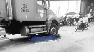 Hai nữ sinh đi xe đạp điện tử vong thương tâm dưới bánh xe container