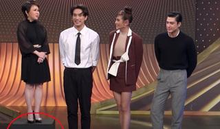 Việt Hương đứng lên bục cao 30cm đọ dáng cùng dàn siêu mẫu đình đám