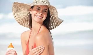 Bỏ túi ngay 5 loại mỹ phẩm không thể thiếu khi đi du lịch biển mùa hè