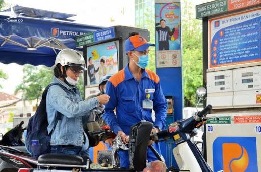 Giá xăng tăng mạnh lần thứ 3 liên tiếp, lên 14.080 đồng/lít