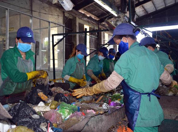 Phát hiện thi thể thai nhi phân hủy lẫn trong rác tại Cà Mau